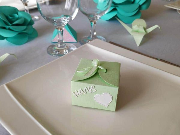 boite a dragees douceur contenant a dragees vert pomme avec inscription idealisa
