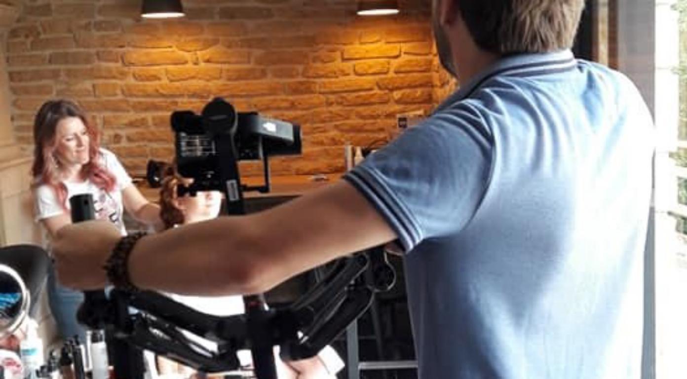videaste en shooting d'inspiration mariage