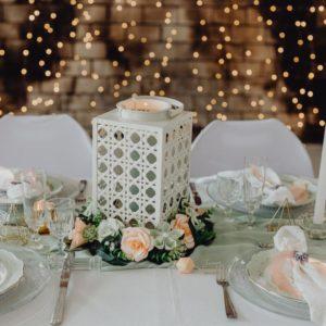 centre de table en fleurs origami fraicheur fleurs en origami corail et menthe avec feuillage synthétique par idealisa.