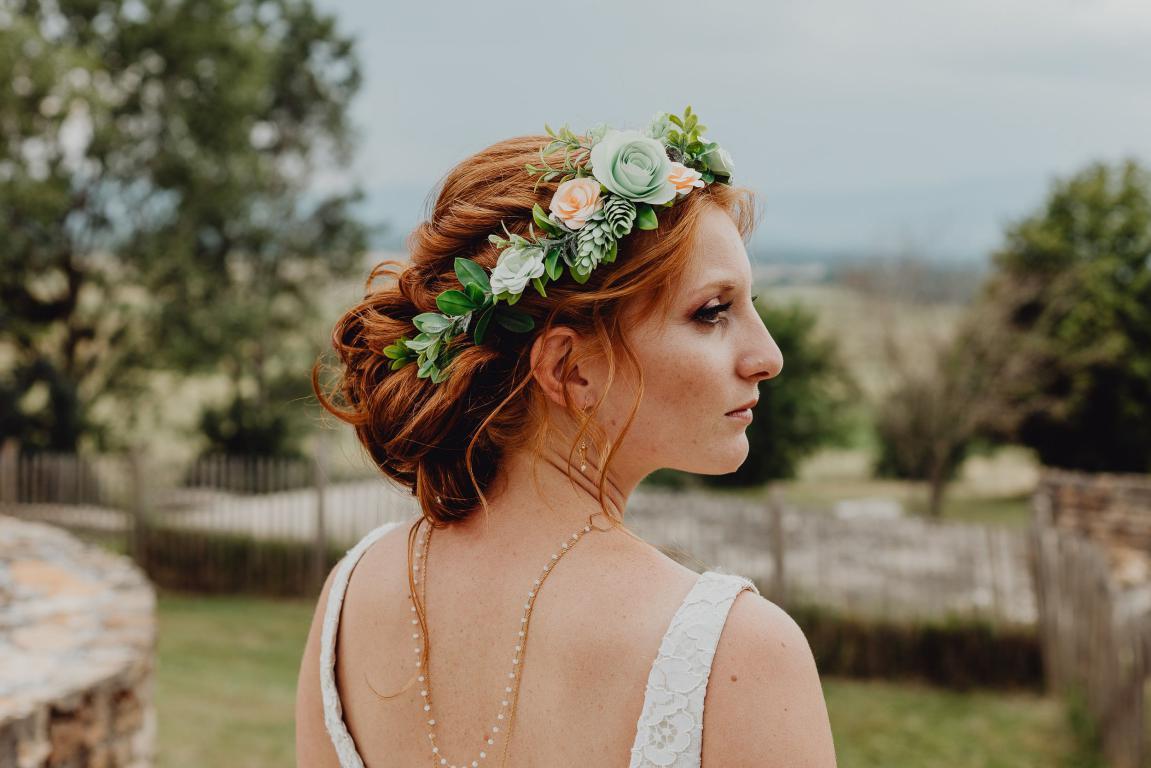 La couronne de fleurs de mariage