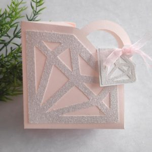 boite a dragees en forme de diamant rose et argenté - idealisa