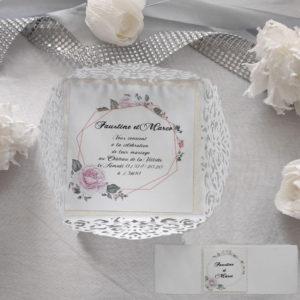 faire part mariage chic floral en forme de pochette ciselee