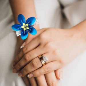 bracelet de mariage origami fleur bleue boutonniere de mariee en fleur en etoile en papier origami turquoise idealisa