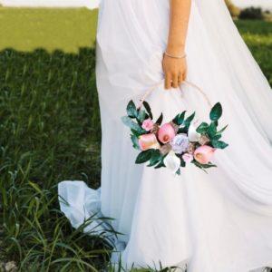 Bouquet de mariee couronne roses origami et arums rose et blanc pour mariage par idealisa
