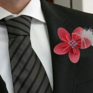 boutonniere de marie origami en fleur d etoile rose boutonniere homme en fleur en papier origami avec strass et plume idealisa