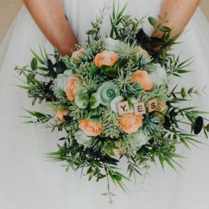 bouquet de mariee origami corail et menthe bouquet de mariee avec rose en papier et feuillage synthethique par Idealisa.