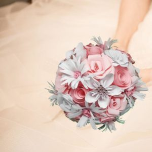 bouquet de mariee origami fraicheur rose et blanc avec des fleurs en papier faites a la main en forme d etoile et de marguerites idealisa.