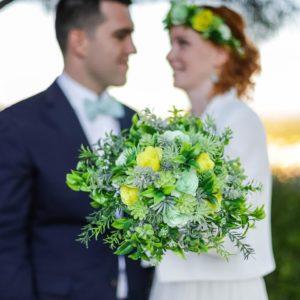 bouquet de mariee origami jaune et vert en fleurs en papier avec feuillage bouquet de mariee origami jaune et vert en fleurs en papier avec feuillage artificiel par idealisaartificiel par idealisa