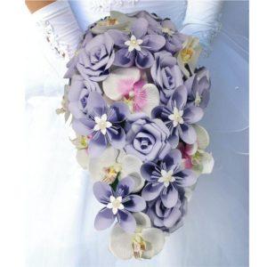 bouquet de mariee origami parme en cascade - bouquet tombant personnalisé avec des roses en papier des orchidees et des fleurs en etoile en papier origami par idealisa.