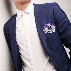 boutonniere de marie origami blanc, parme et violet -broche pour homme en papier avec 3 fleurs en forme d etoile par idealisa.