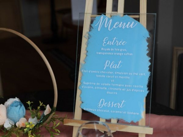 menu de mariage su verre bleu