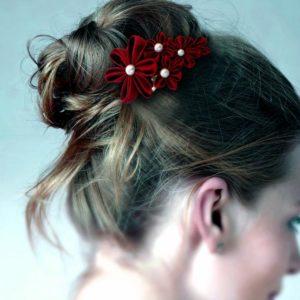 accessoire de cheveux mariee fleur kansashi rouge fleur en tissu kansashi pour coiffure de mariage idealisa