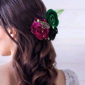 accessoire de cheveux mariee theme etrange noel de mr jack fleurs en feutrine vert violet et noir pour coiffure de mariage idealisa