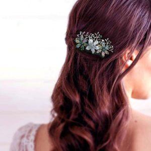 bijou de cheveux mariee fleurs nacrees et strass accessoire de coiffure en perles et strass idealisa