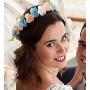 couronne de fleurs avec des fleurs de cerisier en crepon bleu et corail